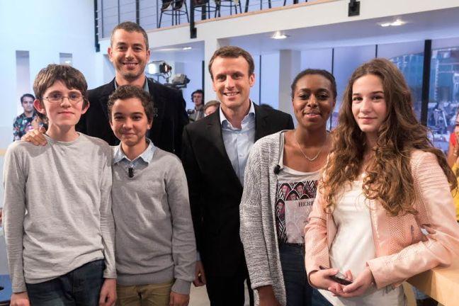"""Emmanuel Macron invité du """"Supplément"""". Ali Baddou et des collégiens du collège Camille Corot à Chelles"""